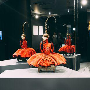 Выставка бронзовых скульптур Даши Намдакова и авторских кукол семьи Намдаковых «Ульгер»
