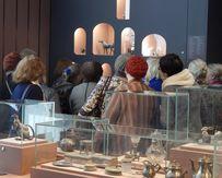 Для слабослышащих провели специальную экскурсию по выставке «Стиль Фаберже. Превосходство вне времени»